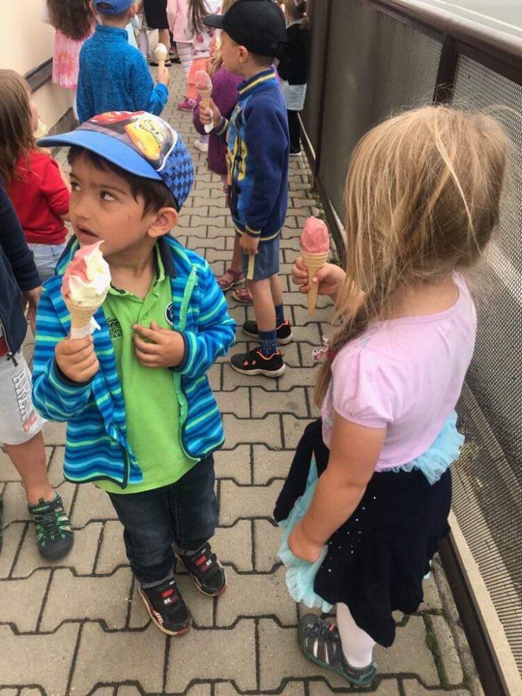 """Divadlo """"Princezna ze mlejna"""" a ochutnávka zmrzliny 7. 6. 2019"""