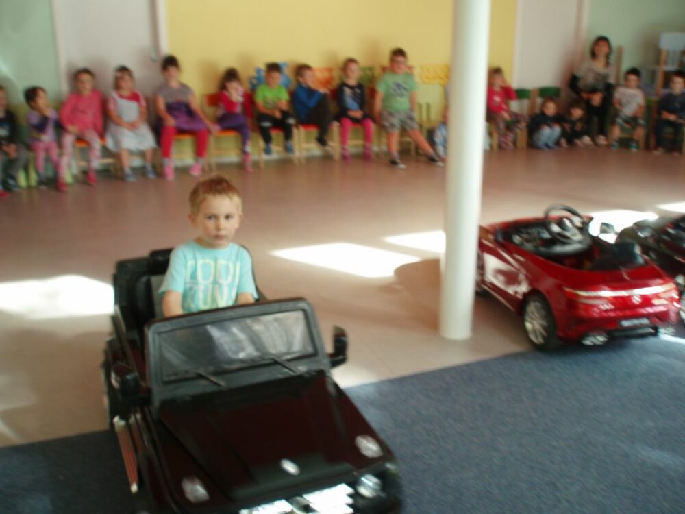 Dopravní výchova spojená s jízdou v autech 6. 4. 2017