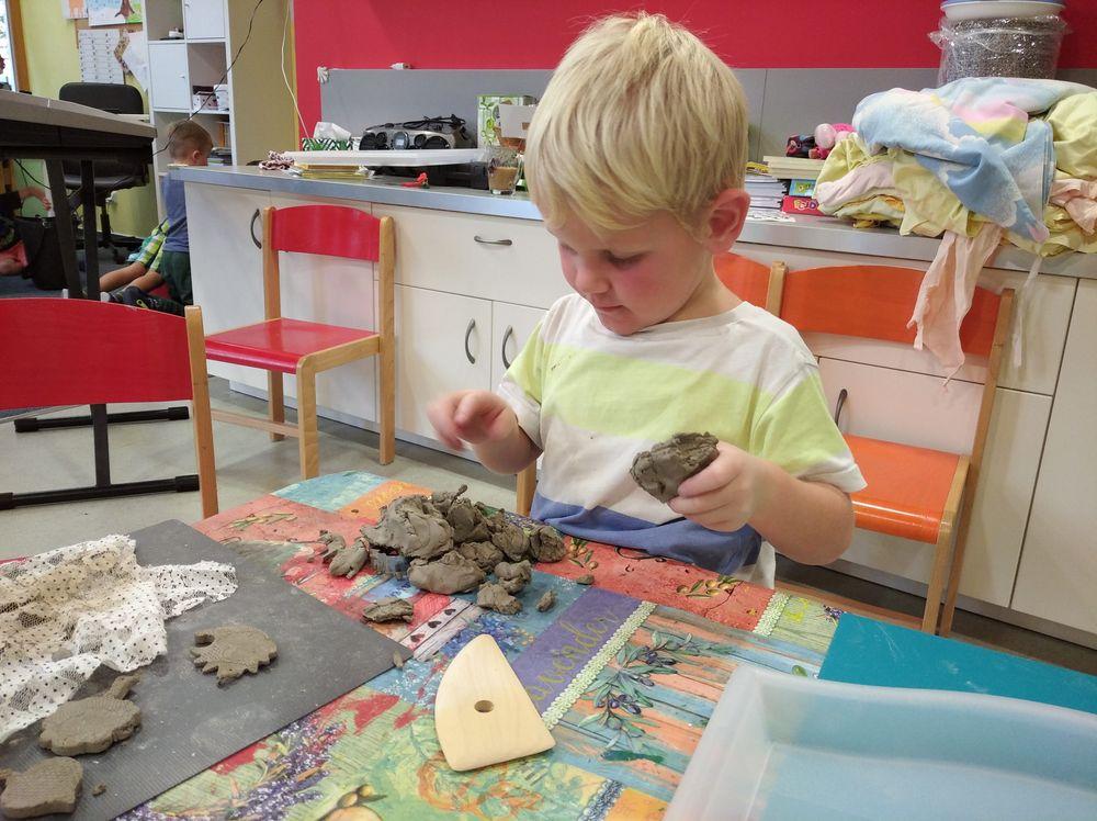 30. 10. - první práce s keramickou hlínou